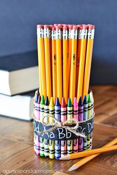 Teacher gifts: crayon pencil vase #BackToSchool #Crafts