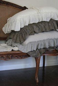Trouvais Bella Notte pillows