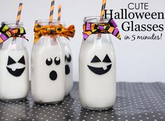 DIY Halloween Glasses (takes just 5 minutes and perfect for a Halloween party!)