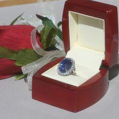 Kate Middleton ring...just love this ring http://www.mood-ringcolormeanings.com/kate-middleton-ring.html