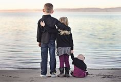 I love this sibling picture. So sweet!