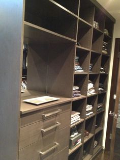 Man Closet, Monaco Tfisa, Cubbies