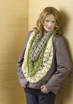 Paradores Infinity Scarf - One of the prettiest free crochet scarf patterns you'll ever find