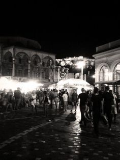 Helena_513 στο Twitter (Monastiraki Square)