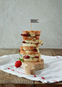 Balsamic Strawberry and Brie Grilled Cheese Sliders | Kitchen Treaty