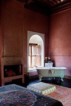 El Fenn Marrakech--Clawfoot tub in the bedroom, by the fireplace