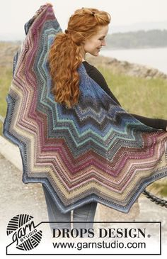 """Knitted DROPS shawl in """"Delight"""". ~ DROPS Design"""