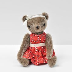 Meet Maggie, a one-of-a-kind PDC Classic Bear made by second generation toy maker, Jennifer Murphy