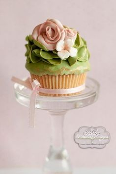 Ruffled Greenery cupcake