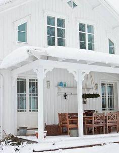 beautiful exterior! great porch