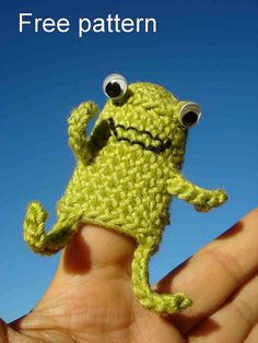Frog finger puppet by aishakenza.  Free pattern.  Thank you!