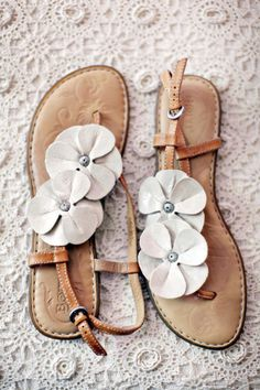 sandals white flowers, summer sandals, fashion shoes, style, girl fashion, flat, beach weddings, girls shoes, summer weddings