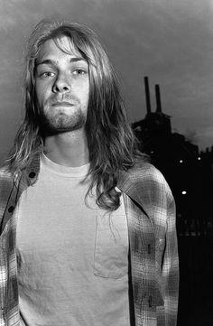Kurt Cobain, Maxwell's, Hoboken, New Jersey, 1989, via Flickr. #rare #raro
