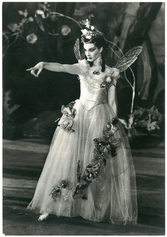 046 Old Vic Theatre, 1937. Vivien Leigh (Titania) in 'A Midsummer Night's Dream'- a wonderful act to aspire to...