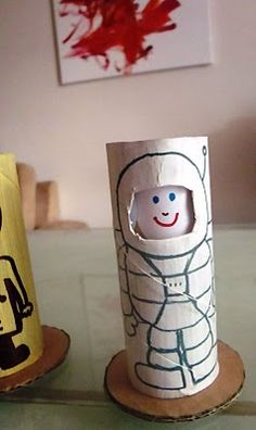... toilet paper roll dolls ... faces change ...