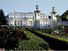 Home to Mariah Carey and Nick Cannon, this French inspired mansion was listed at 125 million. Fleur De Lys is 45,000 sq ft & sits on 5 acres. The interior has marble, gold embossed leather walls & gold leaf crowned moldings.