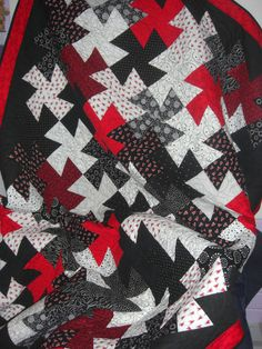 Lil' Twister black and white quilt