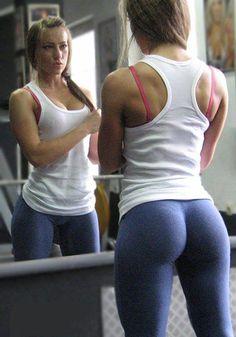 We love fit girls in yoga pants!