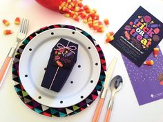 A fun trick-or-treat inspired place setting for a Halloween party.