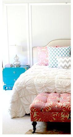 ..White duvet + patterned pillows..
