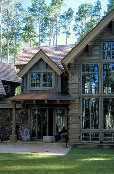 Great front elevation of square log home.