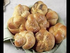 How to Make Buttery Dinner Rolls