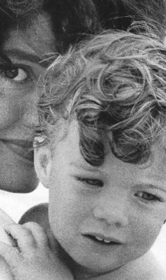 Jacqueline Kennedy and daughter Caroline, 1959.