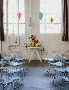 Paper geometric shapes as a ceremony backdrop