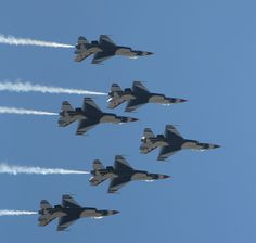 Thunderbirds at Cheyenne Frontier Days images | USAF Thunderbirds rock air show