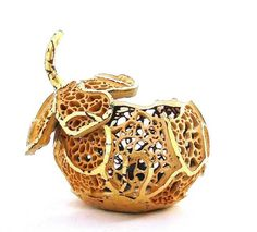 Carved filigree gourd by Cindy Barrie