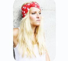 How cute is this little headband!