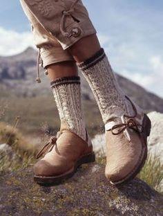 Ladies' Socks.  Free knitted sock pattern.