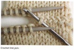 """Eine optisch interessante Verbindung zweier Strickteile mittels einer H??kelnadel - von <a href=""""http://tichiro.net"""" rel=""""nofollow"""" target=""""_blank"""">tichiro.net</a> dem Buch """"Knitting - Colour, structure and design"""" von Alison Ellen entnommen."""