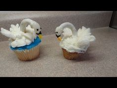 Decorating Cupcakes #56: The Swan