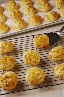 Red Lobster's cheddar buscuits . this blog has recipes from many restaurants