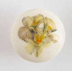 knob made with dried flowers