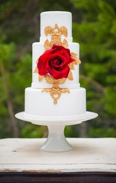 Gorgeous cake / Photo by Aralani Photography