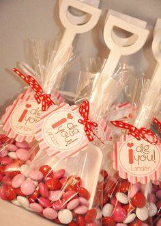 "Printable DIY ""I dig you"" Valentine party favor tags. Great for school parties and more! Add with a white shovel and your favorite candy and the kid's love it!"