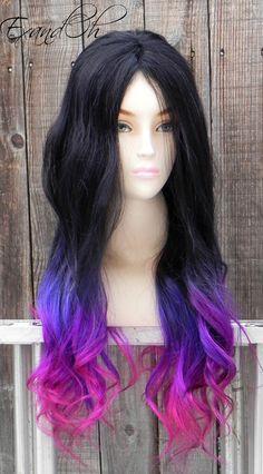 Тёмные волосы с розовыми кончиками