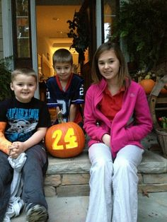 No. 24 gas man Brad Pickens (www.hendrickmotorsports.com/team/24/the-pit-crew) and his children decided to join in the fun by carving their own Hendrick Motorsports-themed pumpkin to help remind fans to do the same.