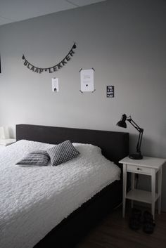 Jongens slaapkamer on pinterest ikea stockholm black white and boy for Deco volwassen kamer