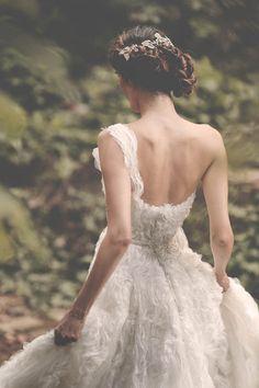 One shoulder #WeddingDress <3