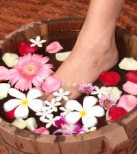 Simple homemade natural recipes for the bath. Bath soaks, cold relief, bath balm recipes, natural bath salt recipes, homemade bubble bath, Coconut Almond Soap, Olive Oil Loofah Bar, Easy breezy Bubble Bath and more! With a few ingredients, you can make these bath and body recipes at home!