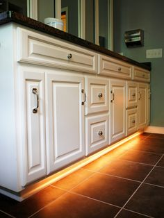rope light attached under cabinets for night time. i really love this idea!