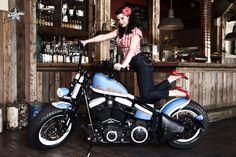 Harley-Davidson Softail Crossbones (Thunderbike Roadhouse Bike) with model