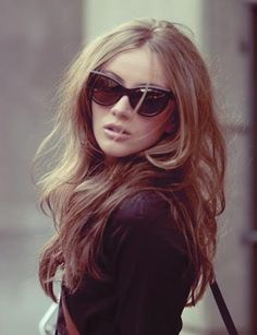 tousled hair + cat-eye sunnies.