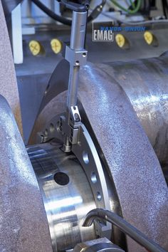 The Fenar in-process measuring probe from Marposs measures the diameter during the grinding process. #emag# #crankshaft