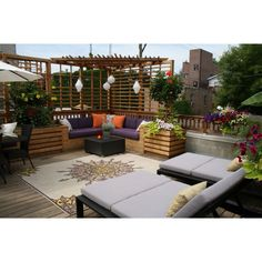 Rooftop deck- built in lounge suite, table & chairs set & sun loungers!! :)