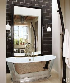 the tub and black tile...fab #goodhome