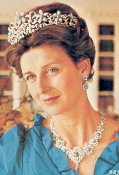 Kent Jewels: Princess Alexandra's Tiara & Parure. Angus Ogilvy wanted Alexandra to have a tiara all to her own though so shortly after their engagement was announced, he commissioned Collingwood to create a parure consisting of a tiara, a necklace, and two pairs of earrings.